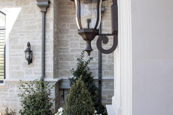 drake-residence-classic-steel-custom-outdoor-lifghting-architectural-doors-railings-winecellar-(84)