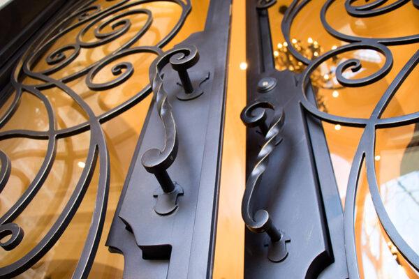 drake-residence-classic-steel-custom-outdoor-lifghting-architectural-doors-railings-winecellar-(86)